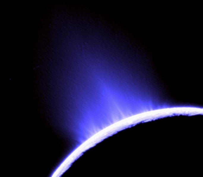 684px-enceladus_plumes